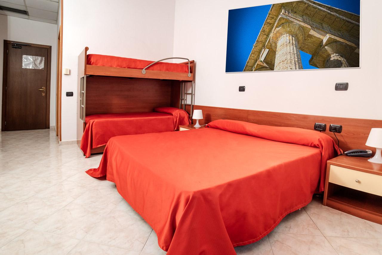 camera albergo paestum